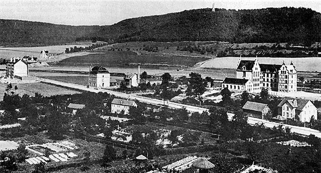 Abb. 5: Schulgebäude um 1900